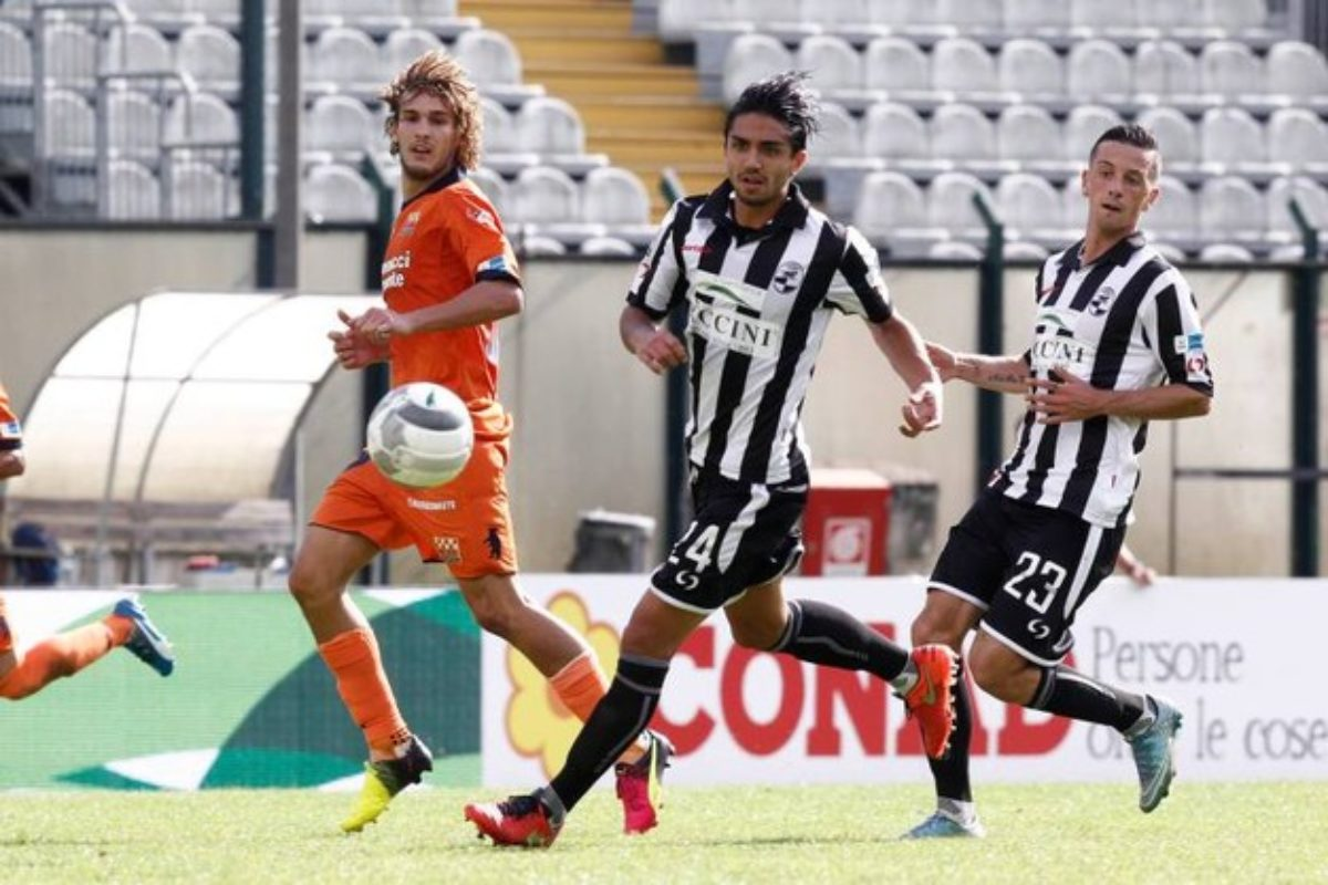 Finisce 1-1. Bianconeri sotto nel primo tempo per il gol di Colombo. Ad inizio ripresa il pari di Vassallo, prima del rosso a D'Ambrosio