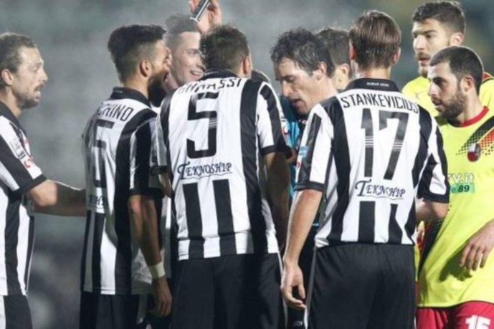 Robur beffata al Franchi, la Lucchese vince il derby per 2-1