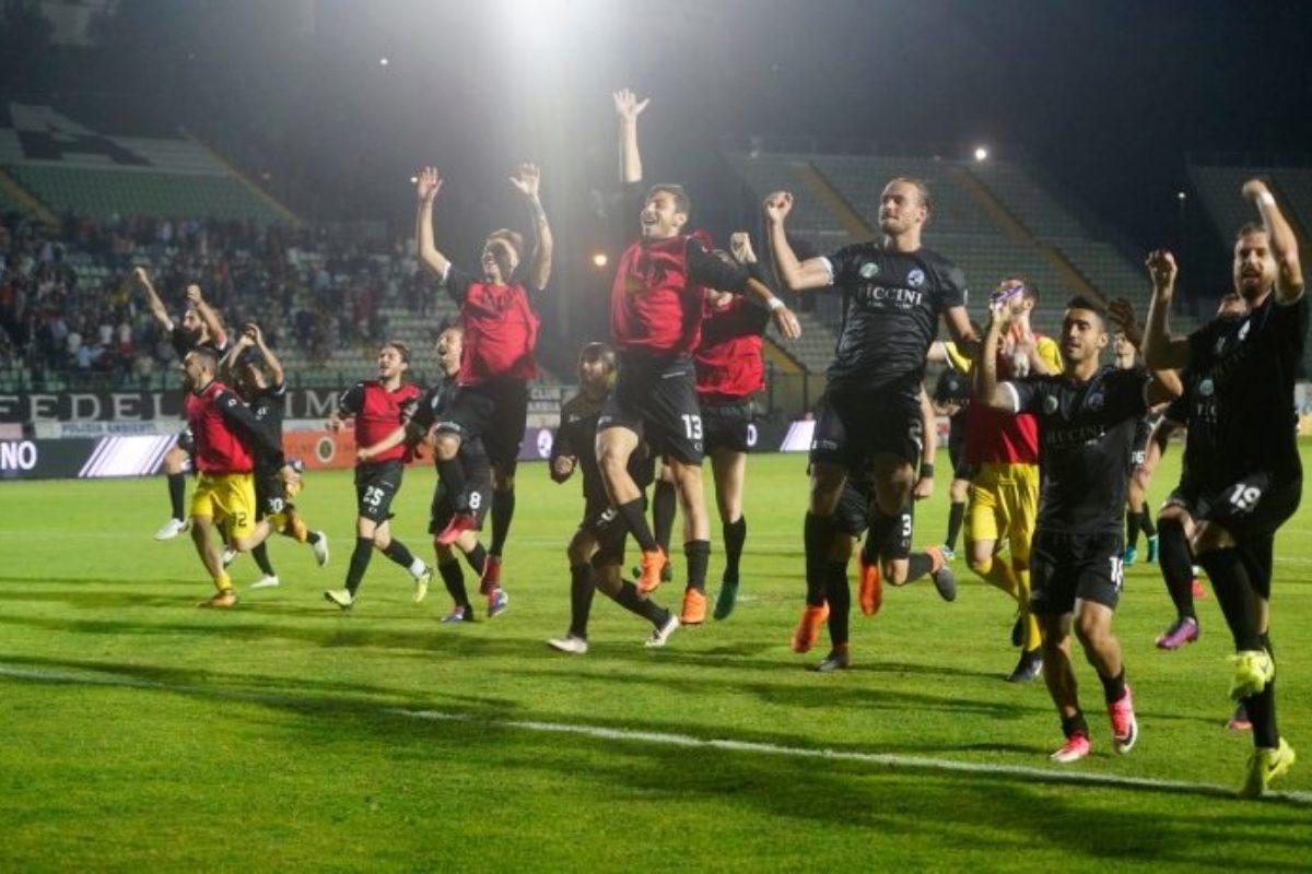 Robur fa festa, gol di Marotta e Catania ko. Finale più vicina